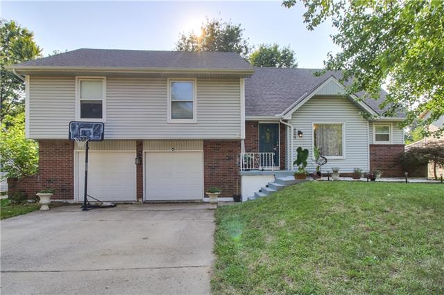 809 NW Delwood Drive, Blue Springs MO 64015