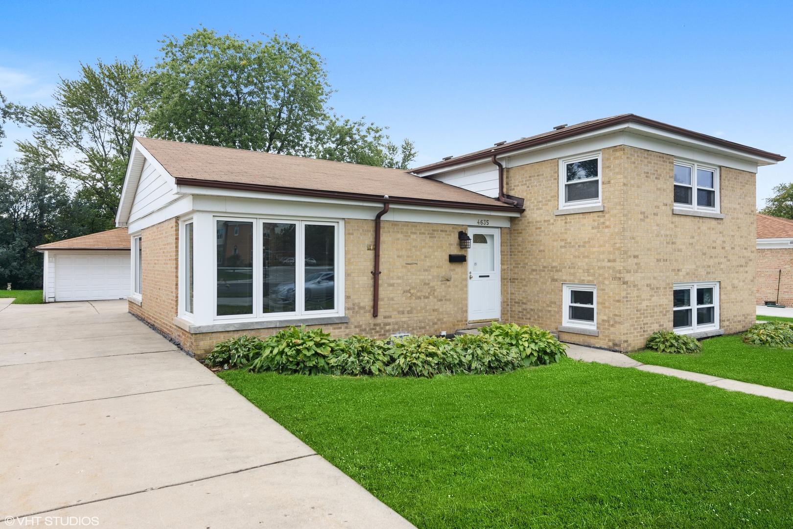 4635 W Lake Avenue, Glenview IL 60025