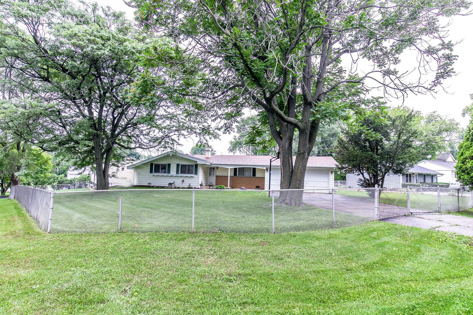 418 Maplewood Drive, Antioch IL 60002