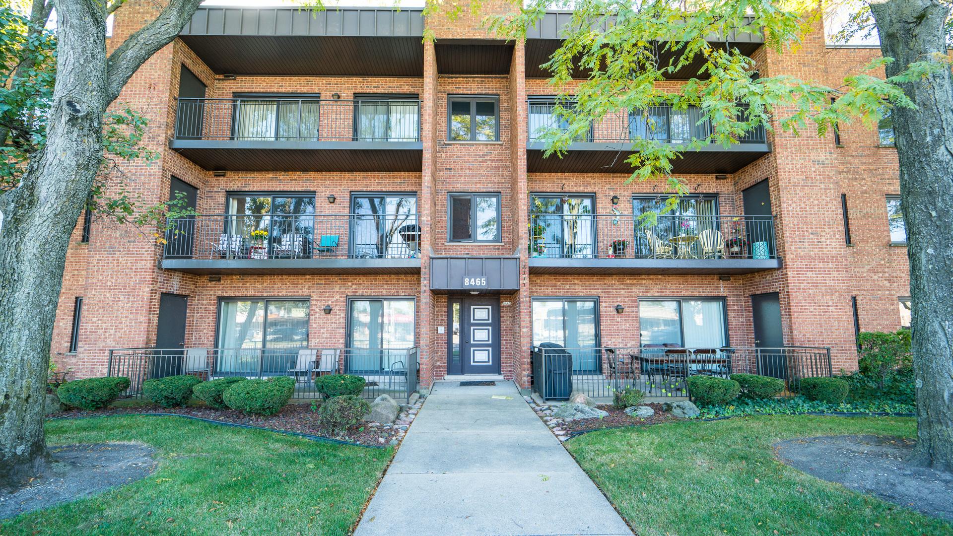 8465 W Lawrence Avenue Unit 2B, Chicago IL 60656