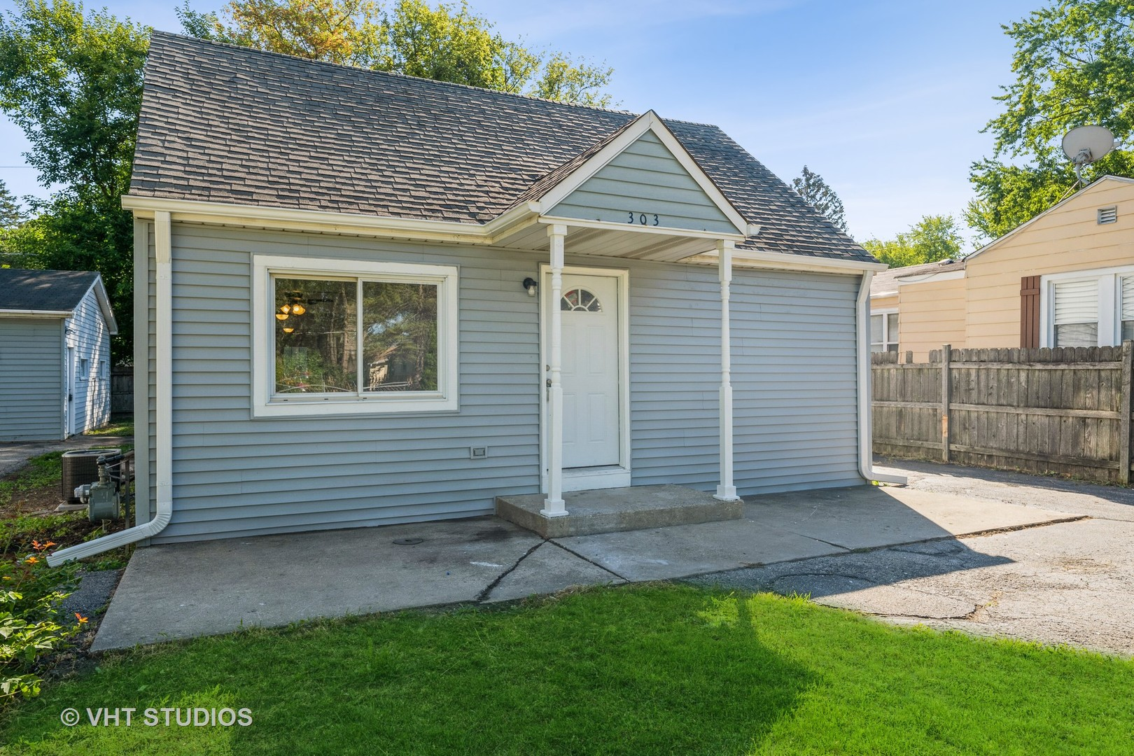 303 Kenwood Drive, Round Lake Park IL 60073
