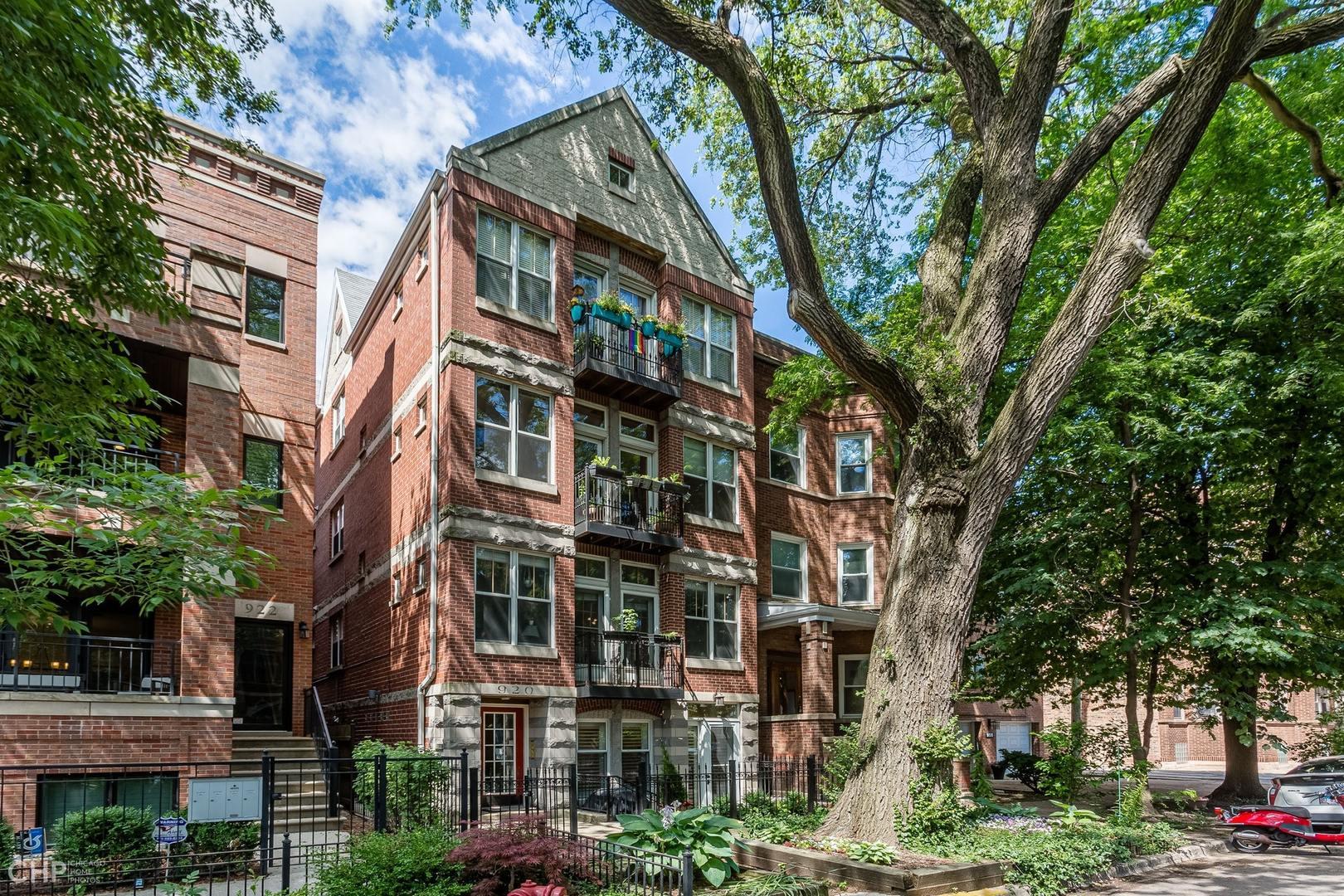 920 W Wolfram Street Unit 1, Chicago IL 60657