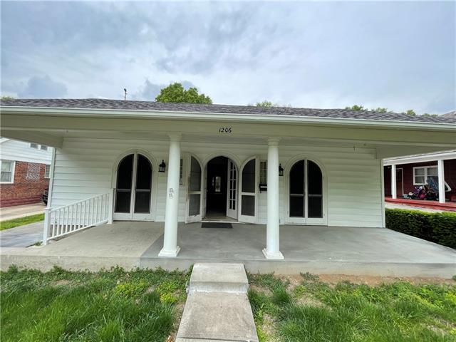 1206 W Truman Road, Independence MO 64050
