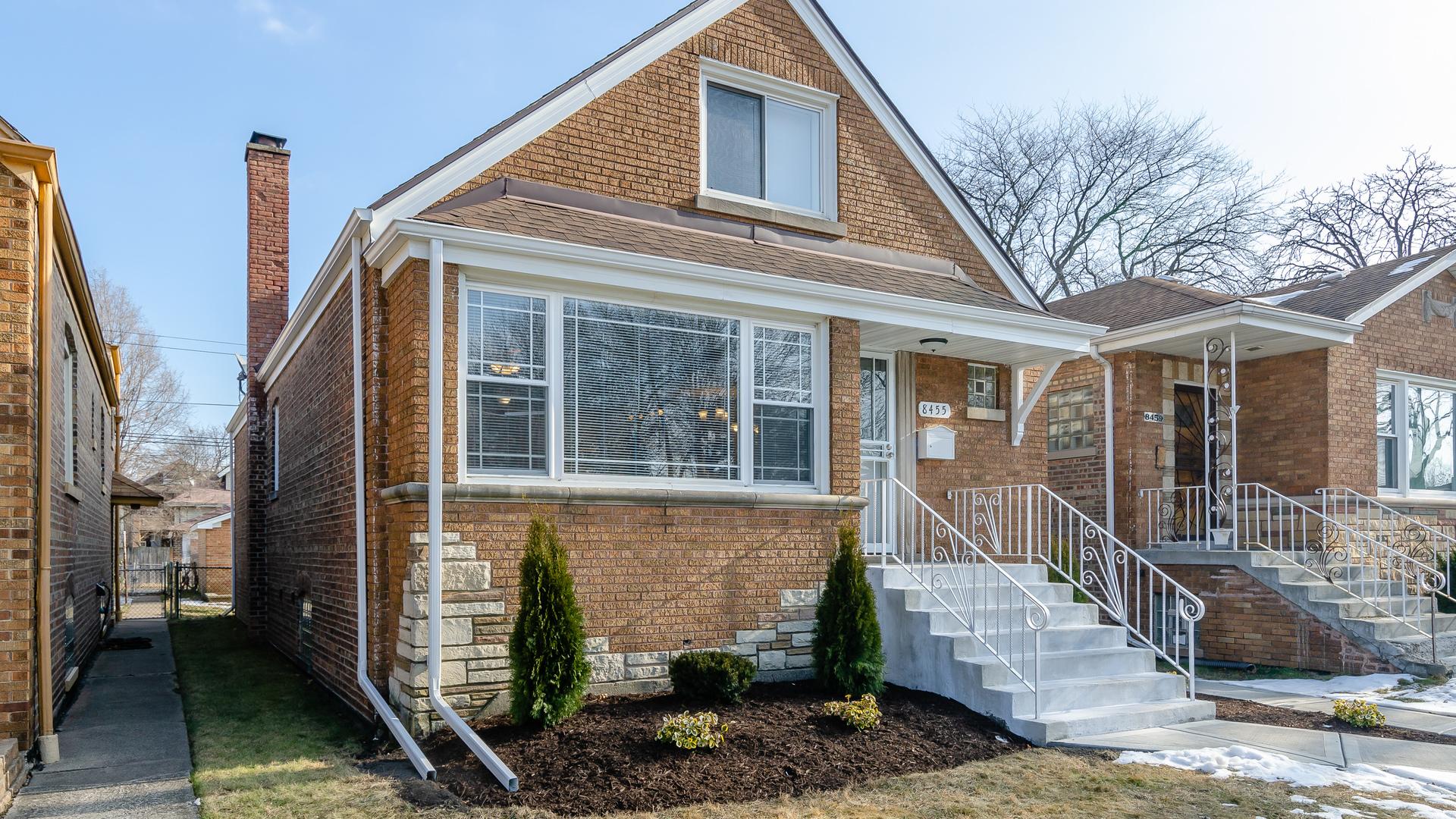 8455 S Kingston Avenue, Chicago IL 60617