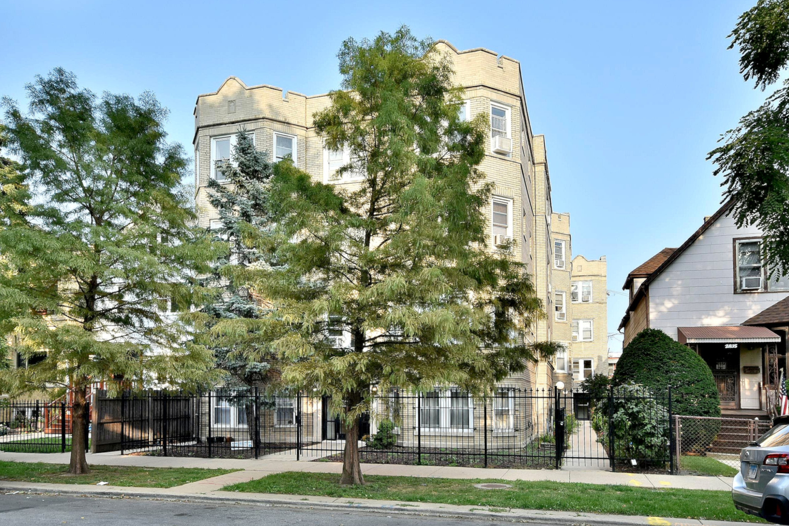 2837 N Sawyer Avenue Unit 1, Chicago IL 60618