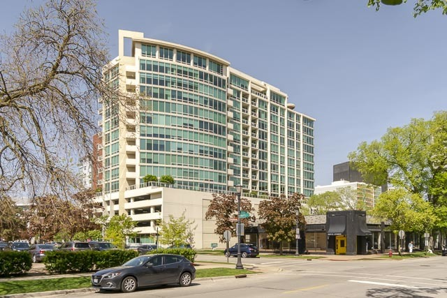 1570 Elmwood Avenue Unit 1503, Evanston IL 60201