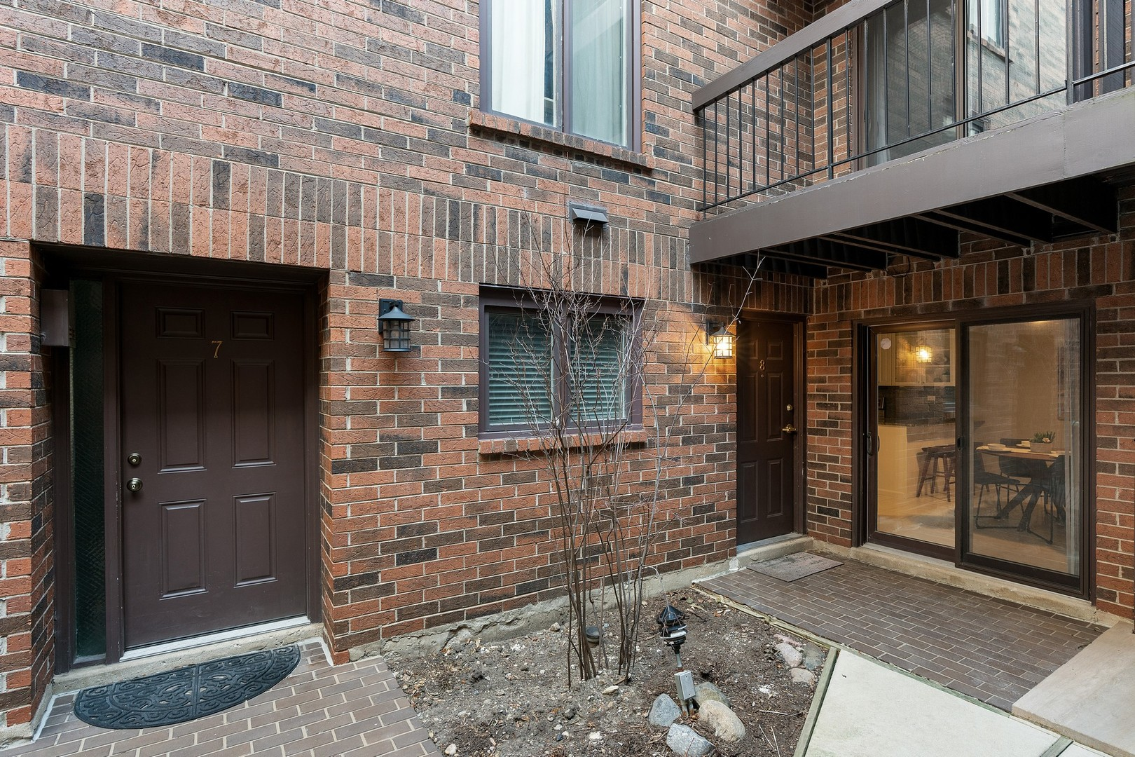 434 W BRIAR Place Unit 8, Chicago IL 60657