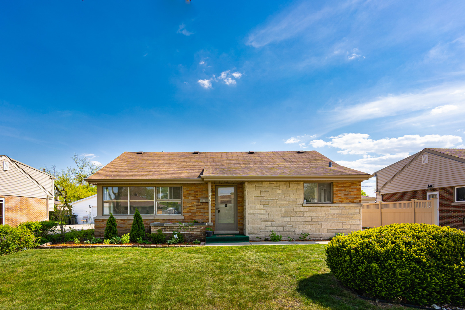 7529 Lake Street, Morton Grove IL 60053