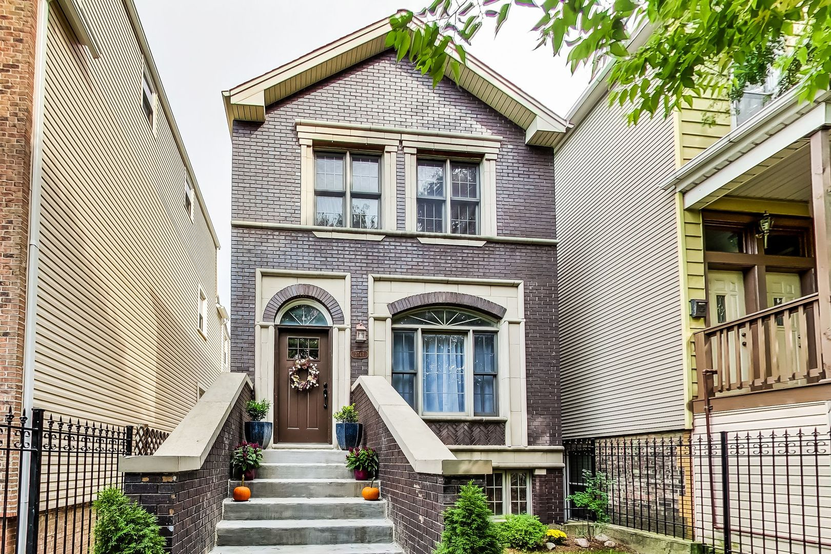 2743 N ARTESIAN Avenue, Chicago IL 60647