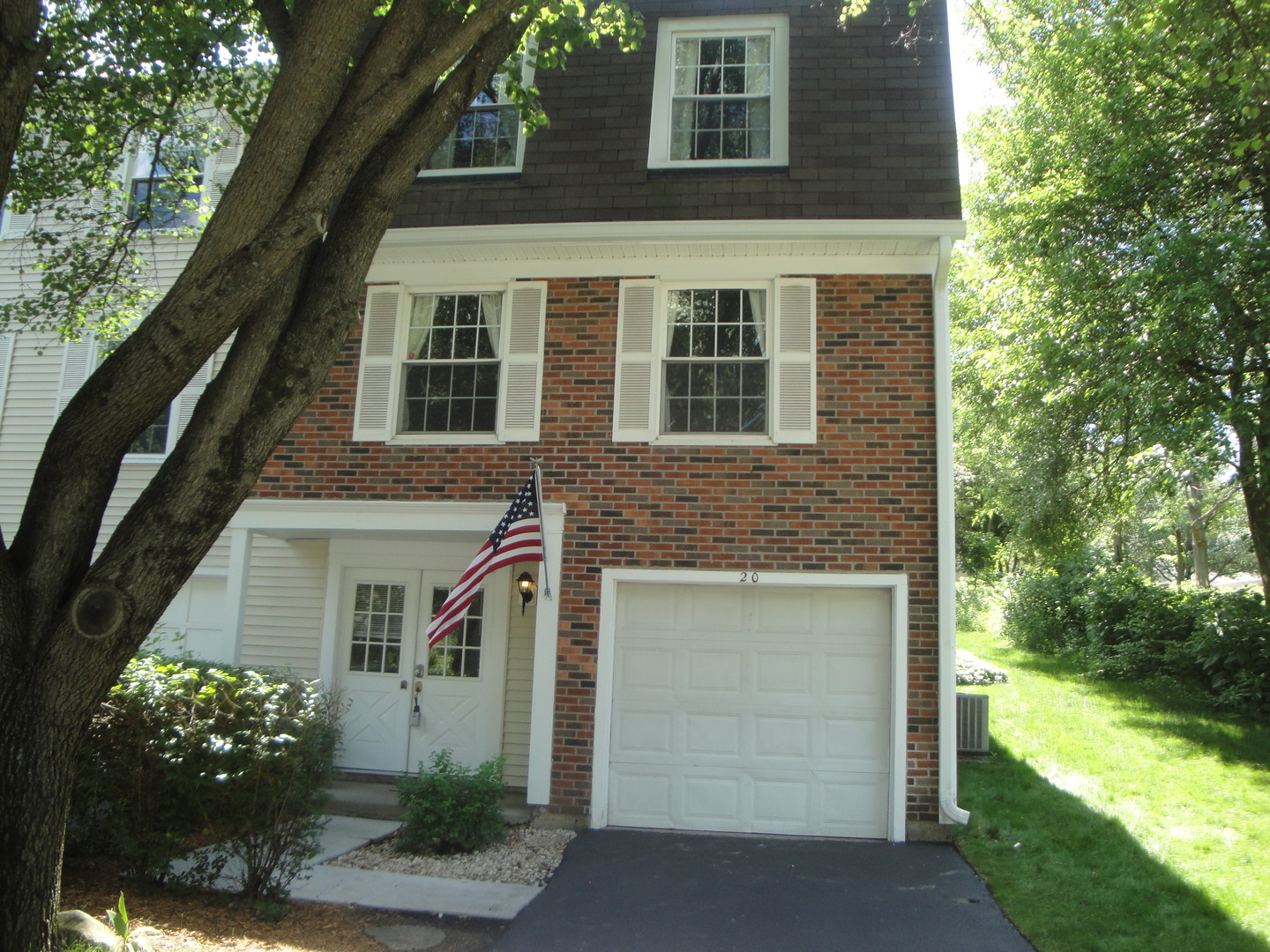 20 Forest Lane, Cary IL 60013