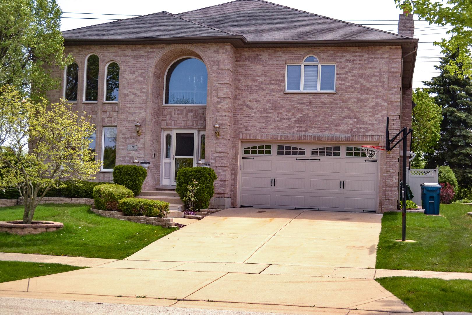 1391 Lilac Lane, Addison IL 60101