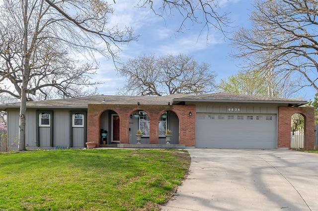 9826 Shepherds Circle, Kansas City MO 64131