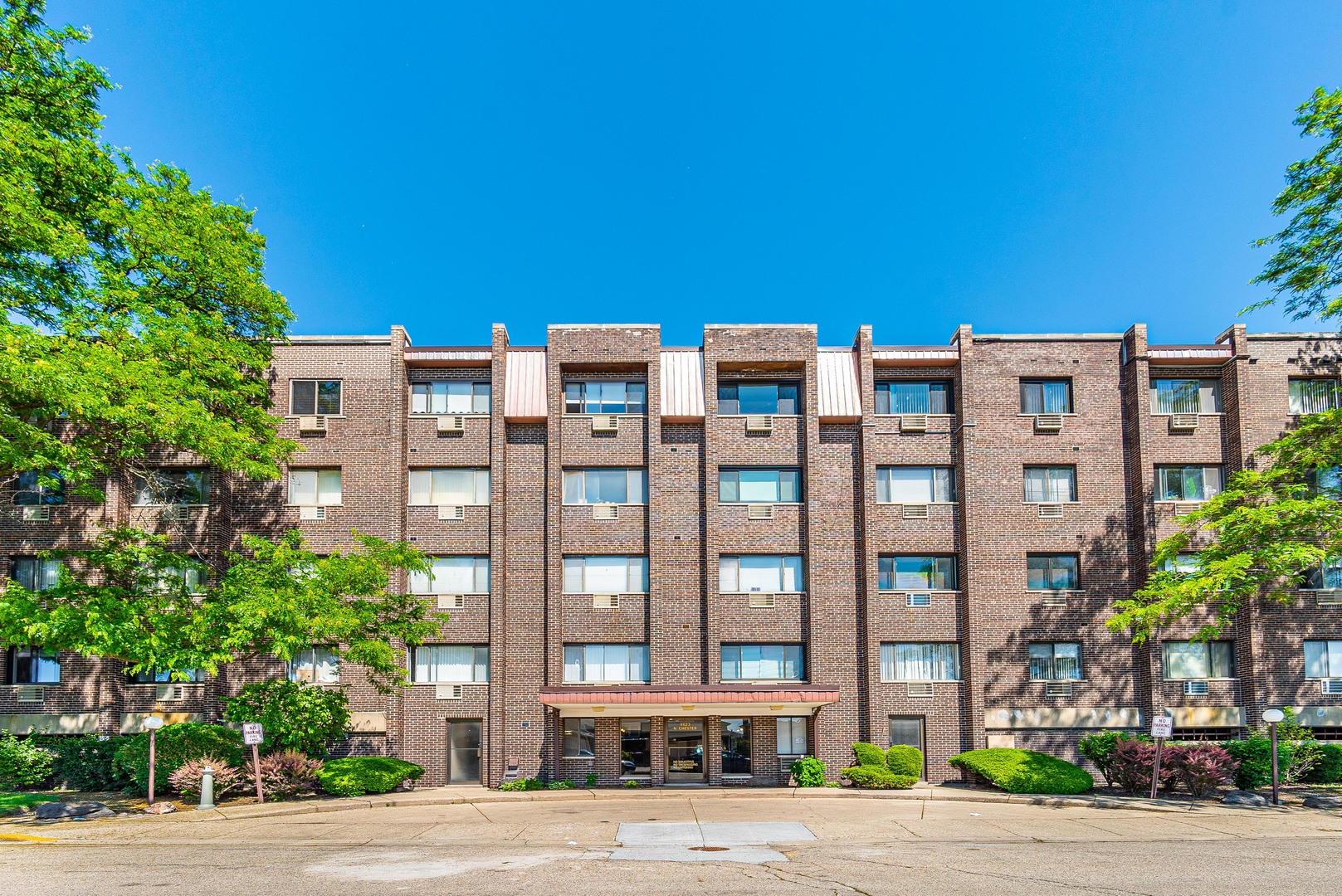 4623 N CHESTER Avenue Unit 103W, Chicago IL 60656