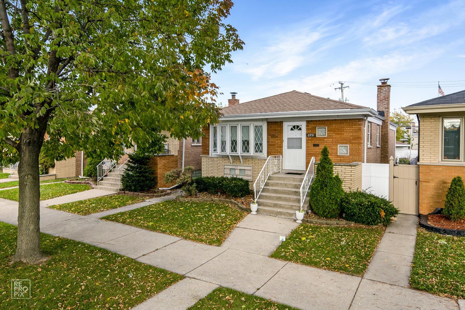 6951 S Komensky Avenue, Chicago IL 60629