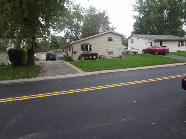 1441 Kings Road, Carpentersville IL 60110