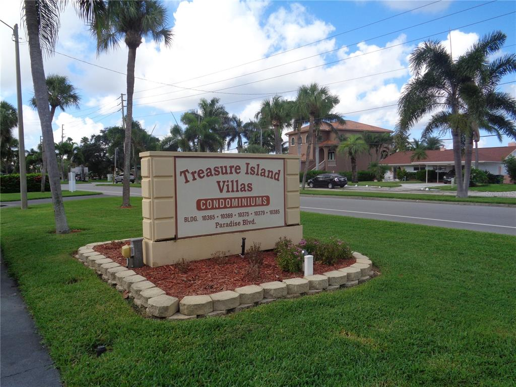 10365 PARADISE BLVD #8, Treasure Island FL 33706