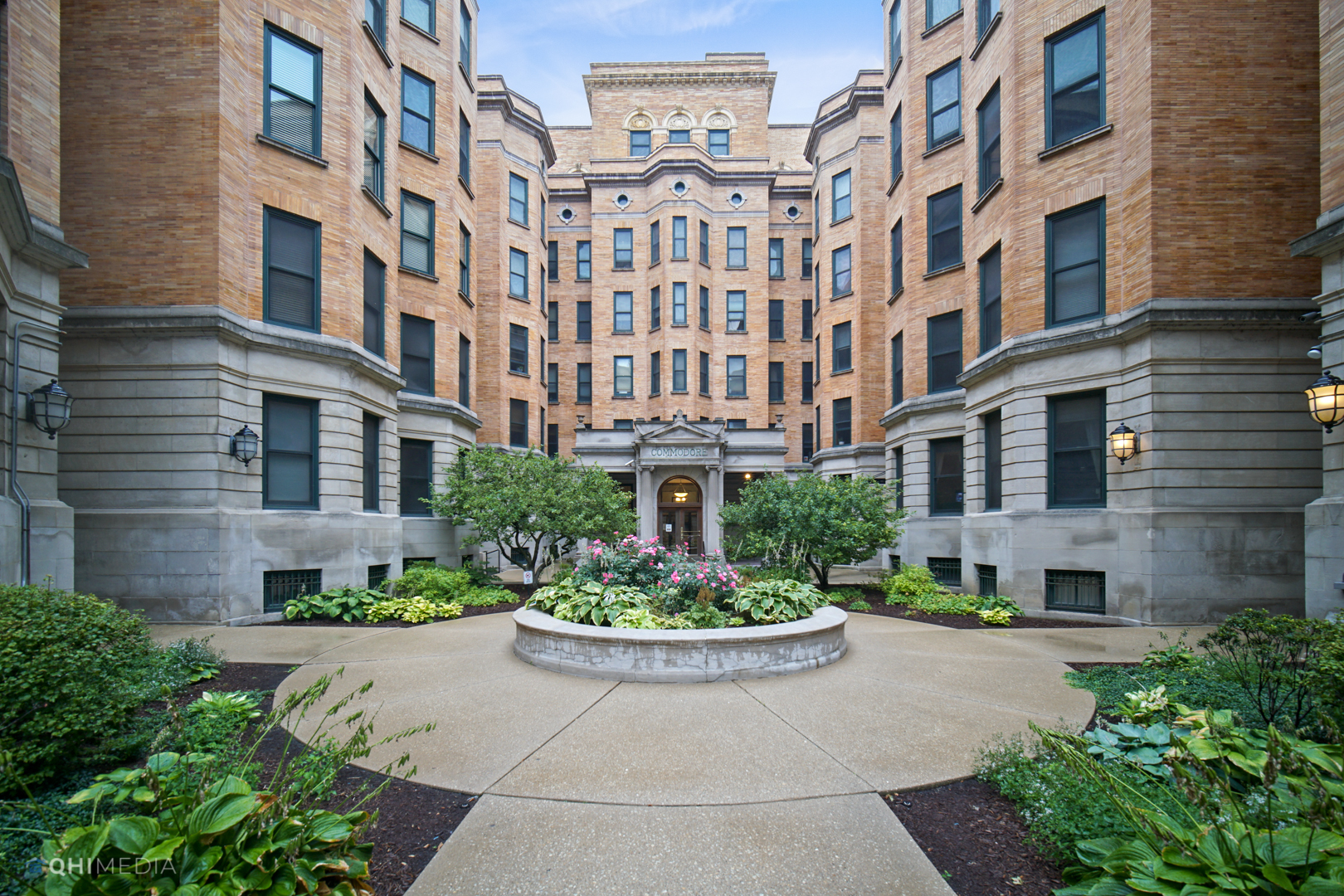 550 W Surf Street Unit 105, Chicago IL 60657