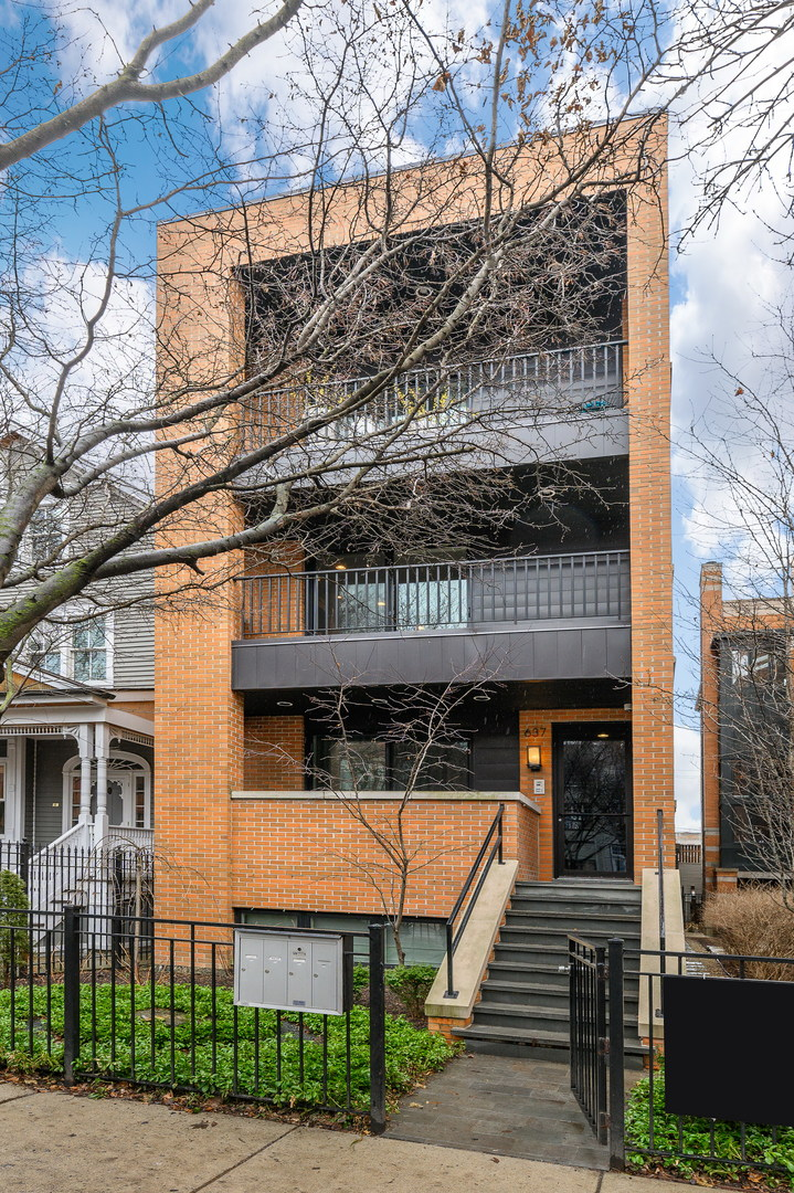 637 W Melrose Street Unit 2, Chicago IL 60657