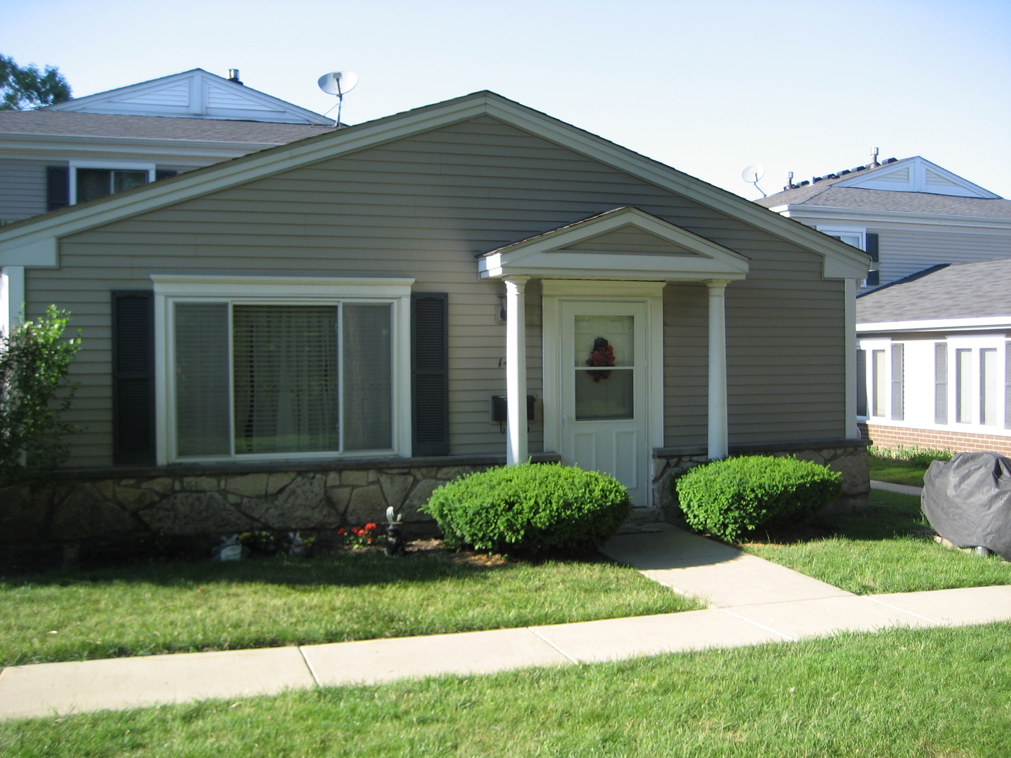 1461 COVE Drive Unit 200A, Prospect Heights IL 60070