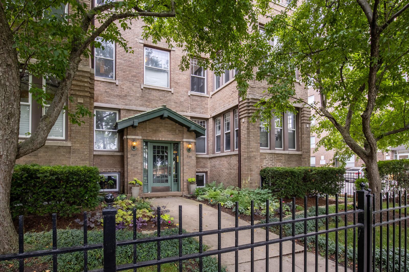 719 W Montrose Avenue Unit 2W, Chicago IL 60613