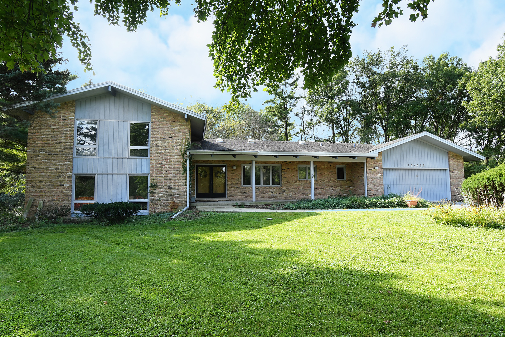 15W035 80TH Street, Burr Ridge IL 60527
