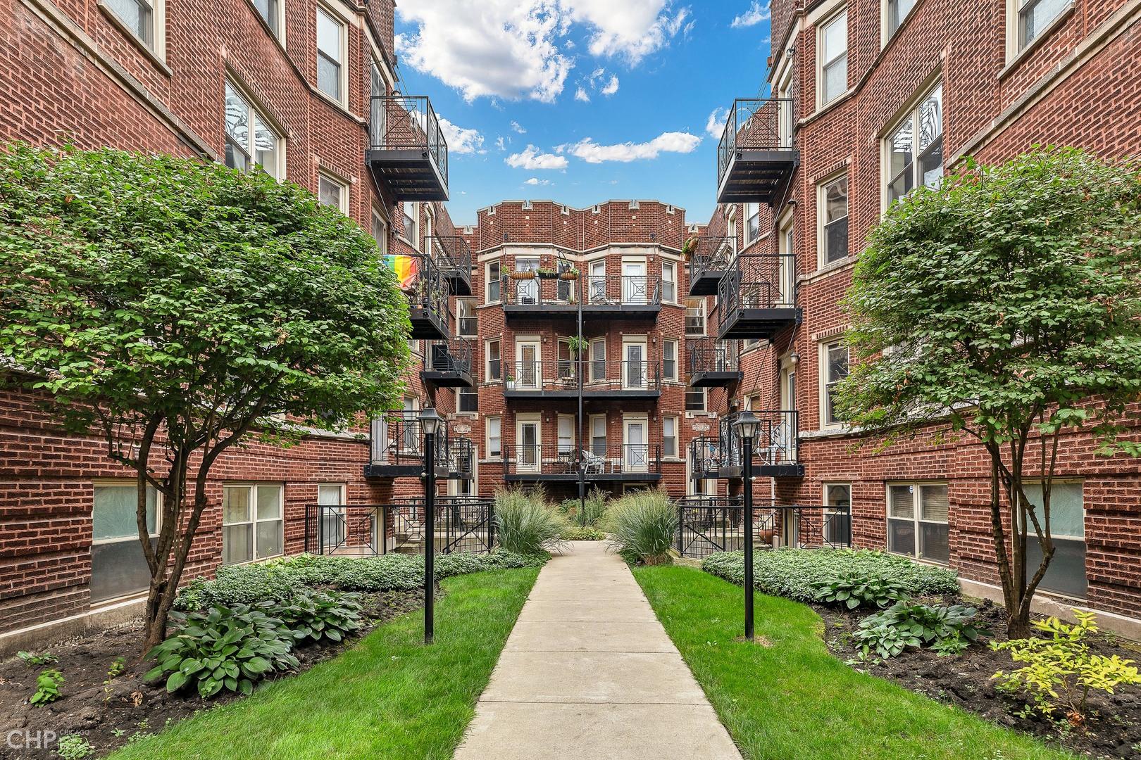 1340 W Greenleaf Avenue Unit 1C, Chicago IL 60626