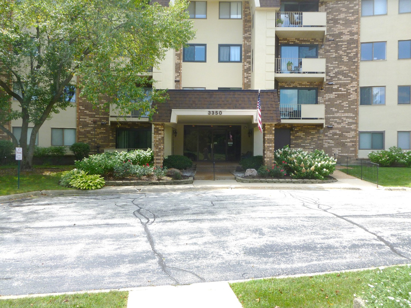 3350 N CARRIAGEWAY Drive Unit 112, Arlington Heights IL 60004