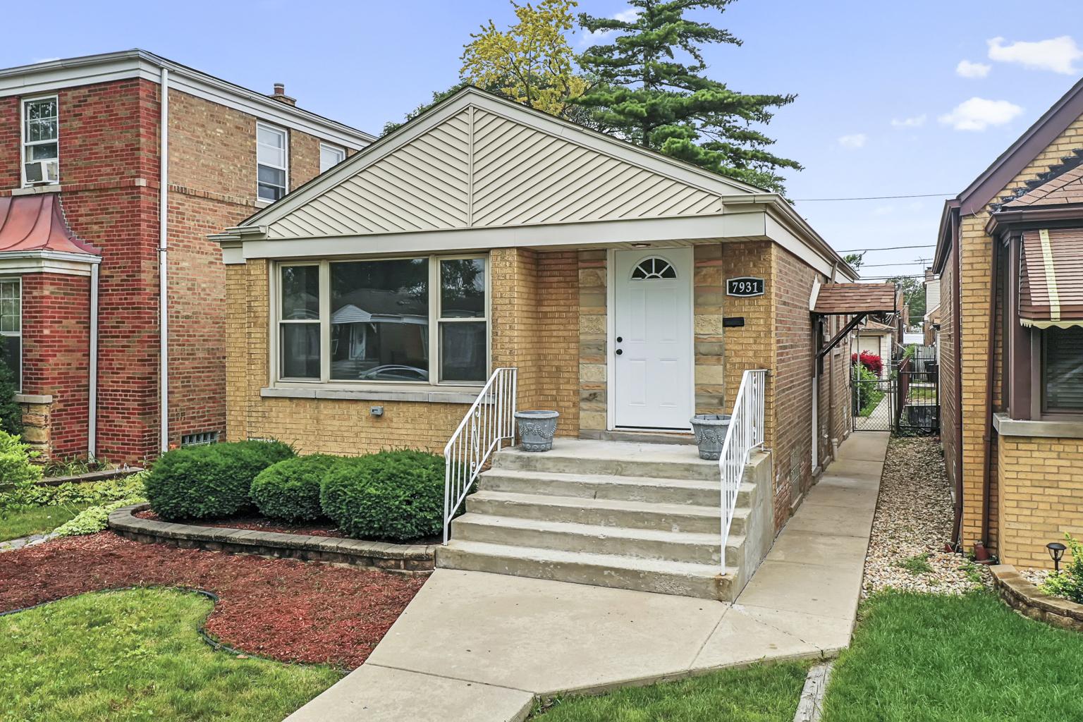 7931 S richmond Street, Chicago IL 60652
