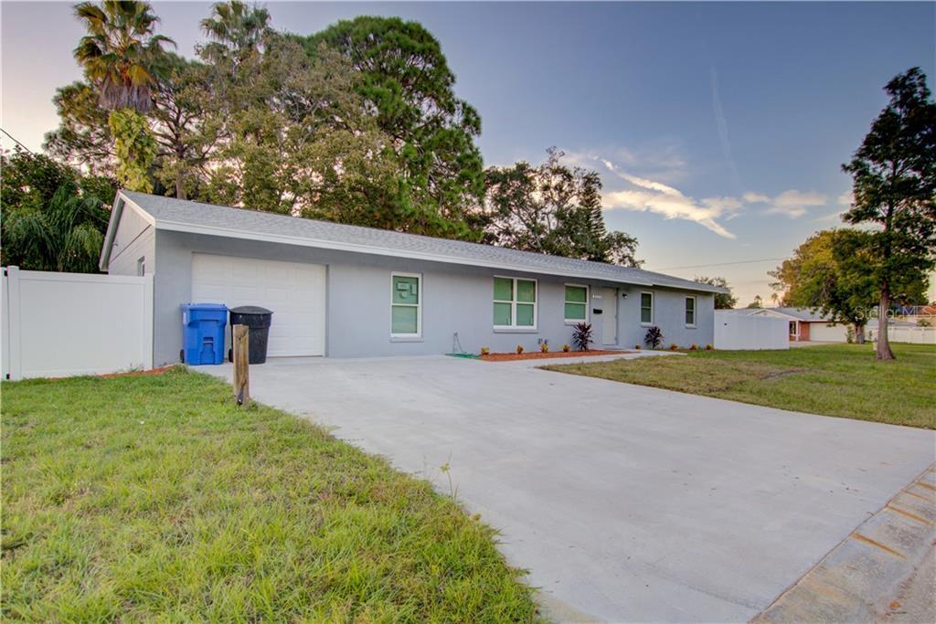 8050 CAROLYN ST NE, St Petersburg FL 33702