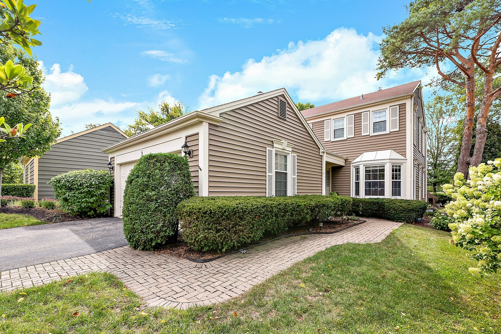 9 The Court of Charlwood, Northbrook IL 60062