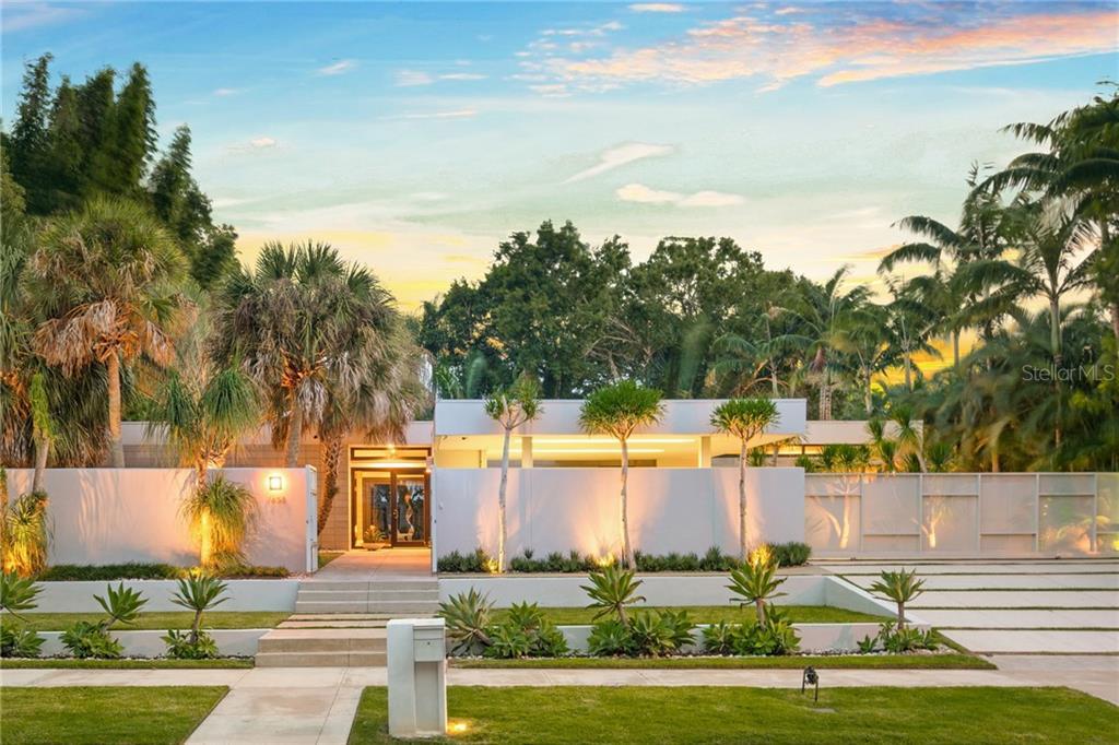 1658 HAWTHORNE ST, Sarasota FL 34239