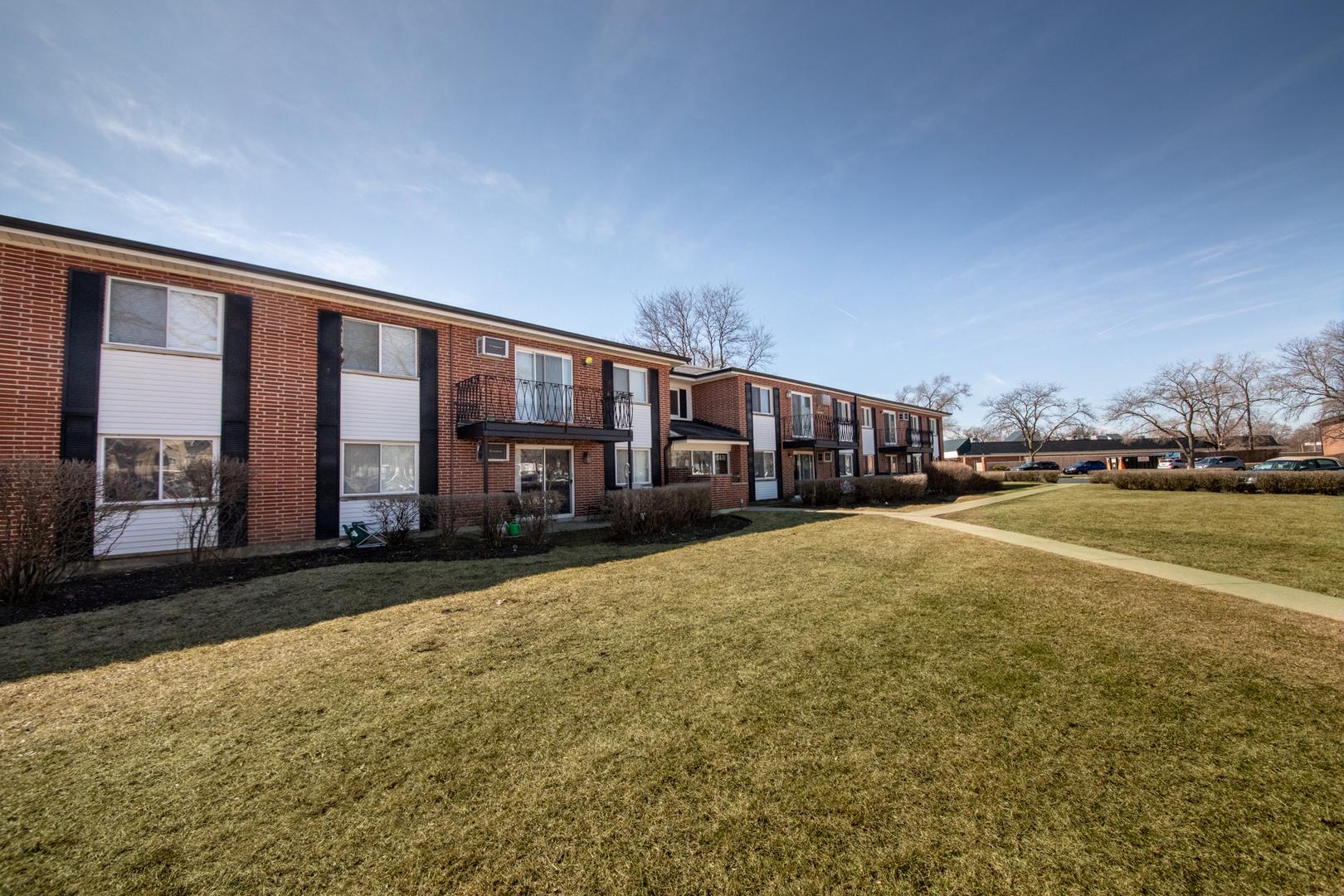 2431 E BRANDENBERRY Court Unit 2Q, Arlington Heights IL 60004