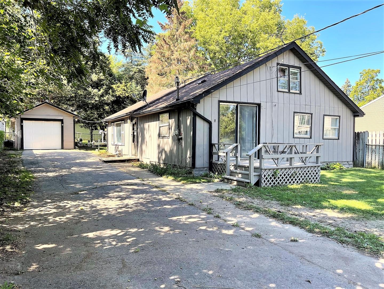 8 LINDEN Avenue, Fox Lake IL 60020