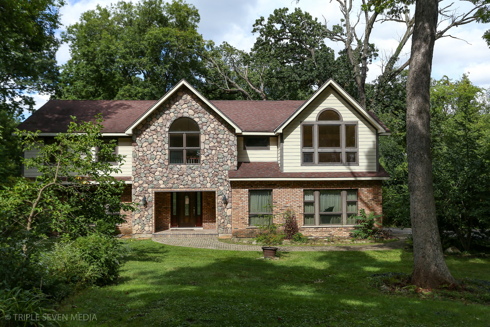 28W660 Indian Knoll Road, West Chicago IL 60185