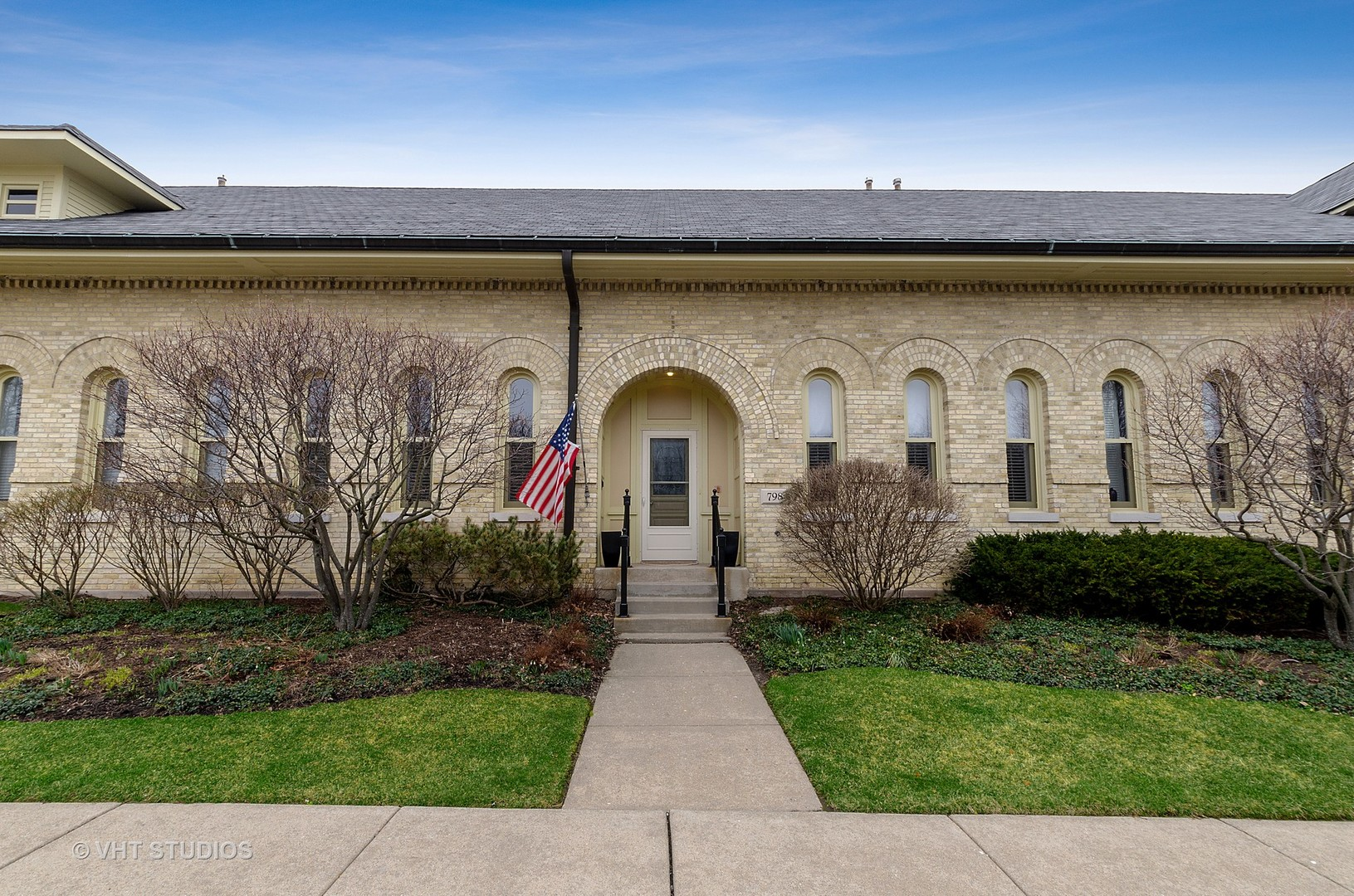 798 Stables Court East Court, Highwood IL 60040