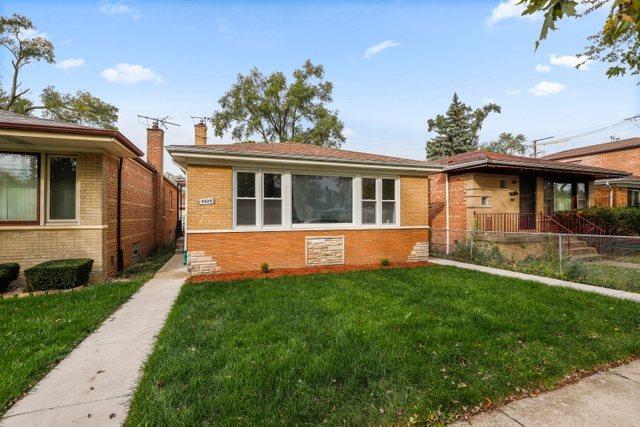 9524 S Paxton Avenue, Chicago IL 60617