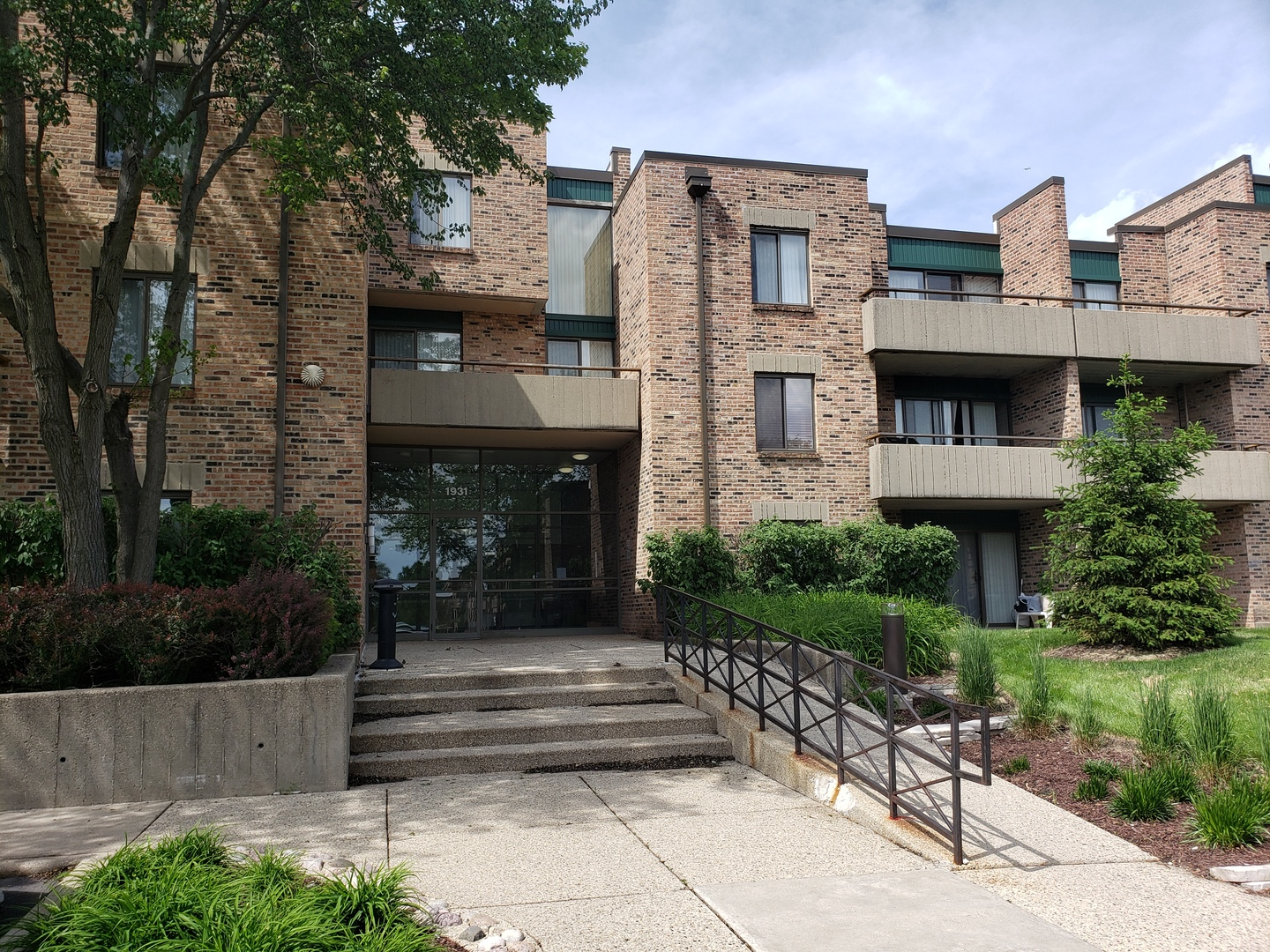 1931 PRAIRIE Square Unit 329, Schaumburg IL 60173