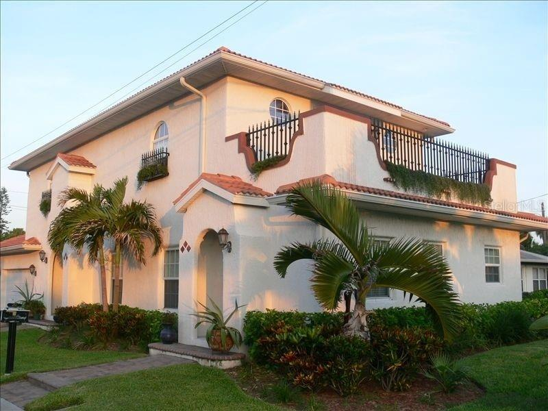 101/103 E BAY DR, Treasure Island FL 33706