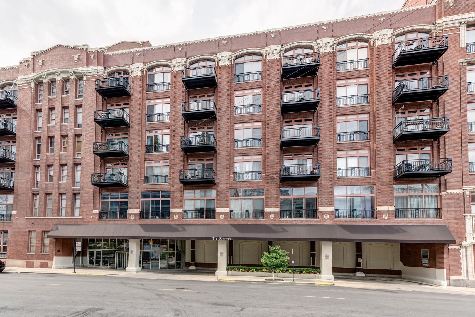 360 W Illinois Street Unit 213, Chicago IL 60654