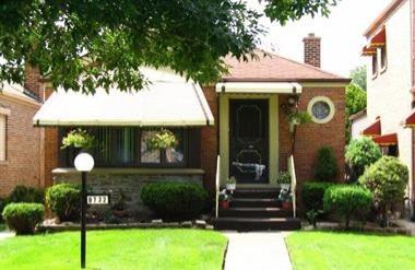 8732 S Paxton Avenue, Chicago IL 60617