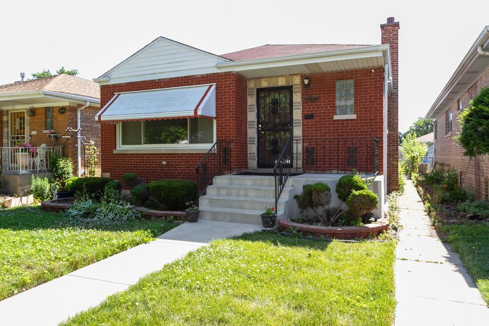 9031 S Euclid Avenue, Chicago IL 60617