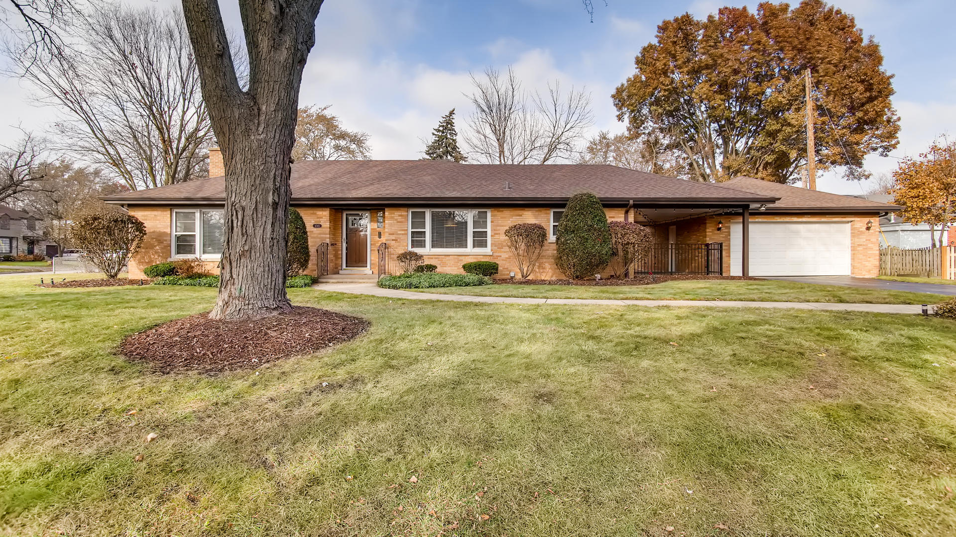 4745 Wolf Road, Western Springs IL 60558