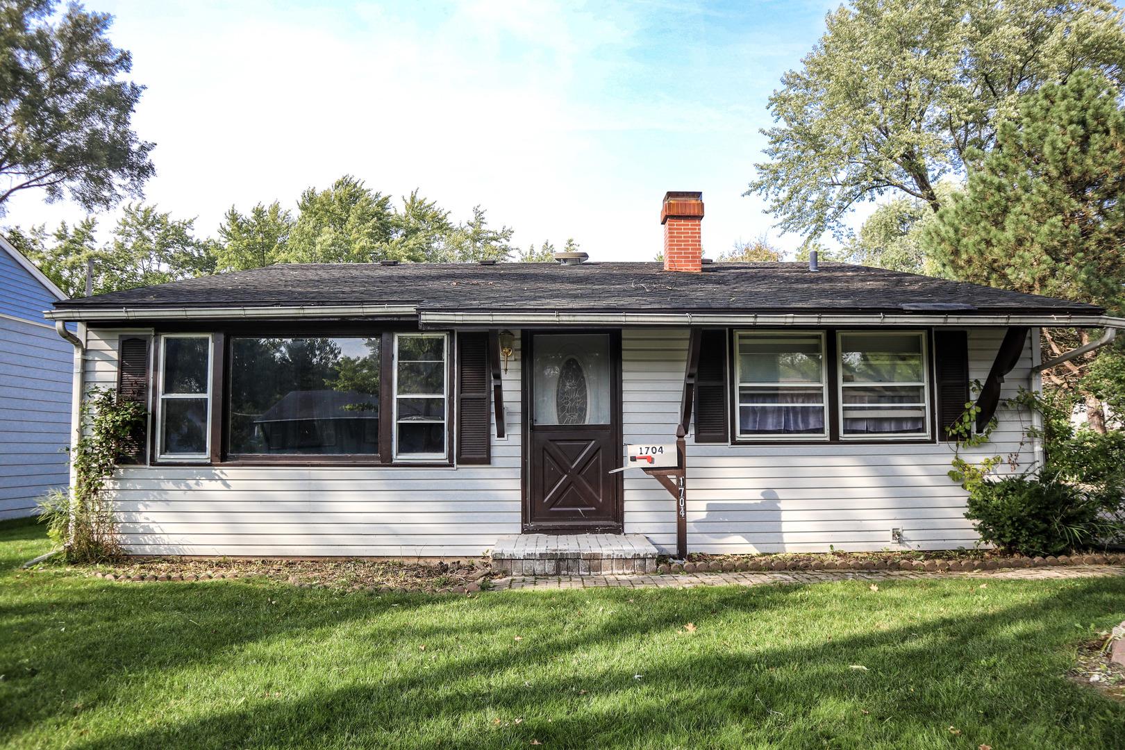 1704 Kingston Circle, Carpentersville IL 60110