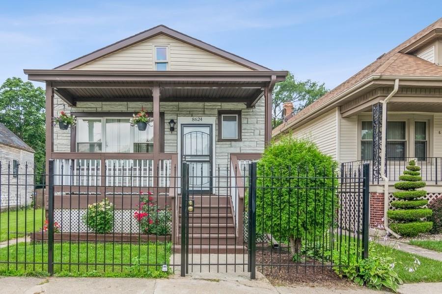 8624 S Essex Avenue, Chicago IL 60617