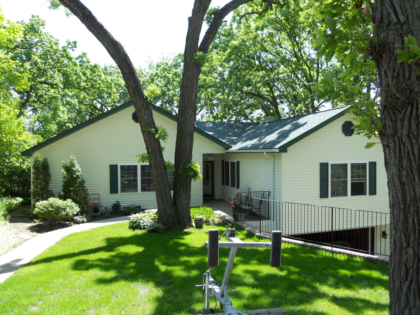108 Hickory Road, Lake In The Hills IL 60156