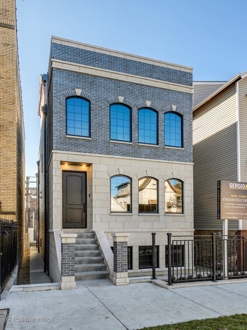 2331 W Barry Avenue, Chicago IL 60618
