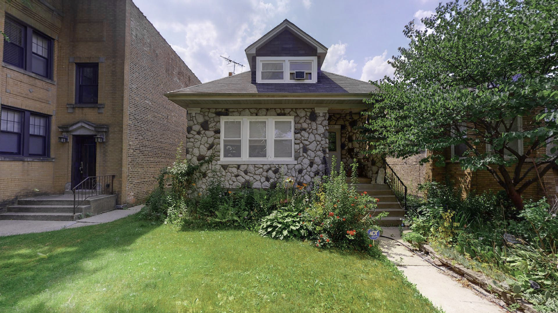 6620 N Rockwell Street, Chicago IL 60645