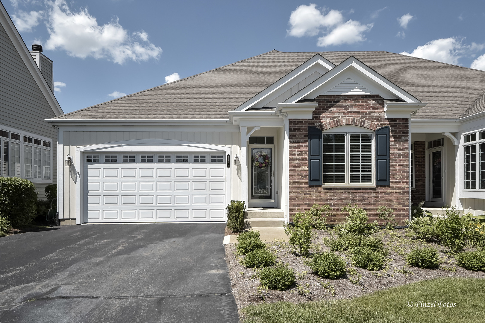 4220 Weatherstone Road, Crystal Lake IL 60014