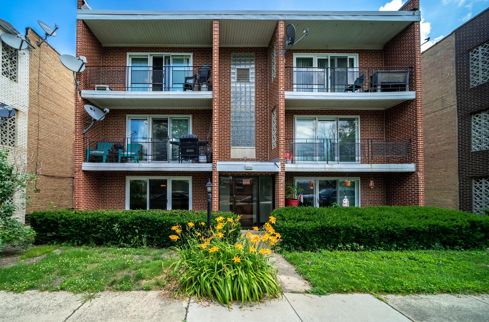 5737 S Kenton Avenue Unit 1N, Chicago IL 60629
