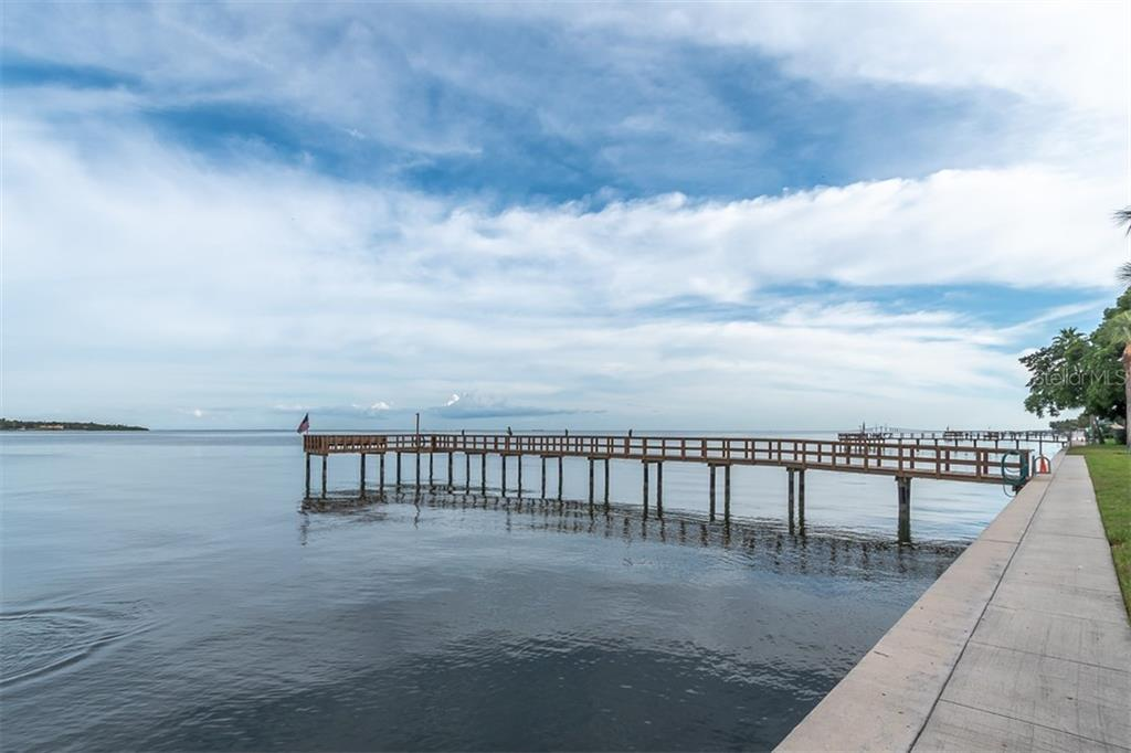 7100 SUNSHINE SKYWAY LN S #307, St Petersburg FL 33711